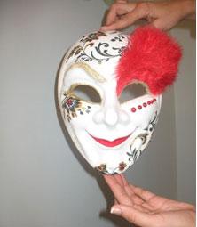 Сейчас вы узнаете, как сделать карнавальную маску