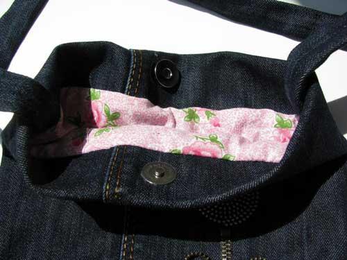 Молодежная сумка из старых джинсов, украшенная молнией