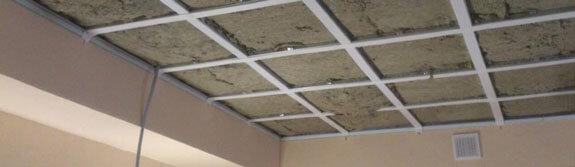 закрытый изолятором потолок
