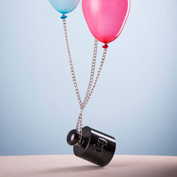 какой вес может поднять шарик с гелием